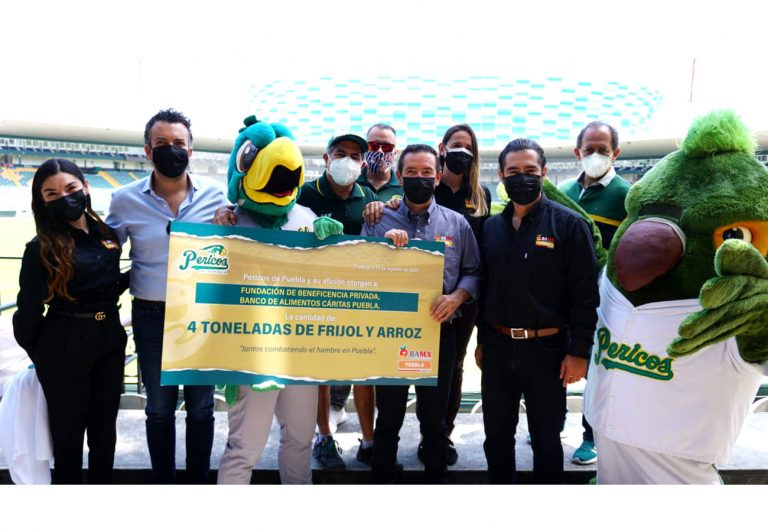 El Club de Béisbol Pericos de Puebla, entrega importante donativo
