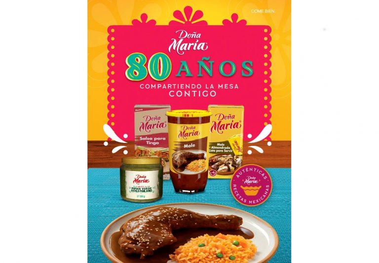 Doña María celebra 80 años en el mercado conservando la auténtica receta y sabor del mole,